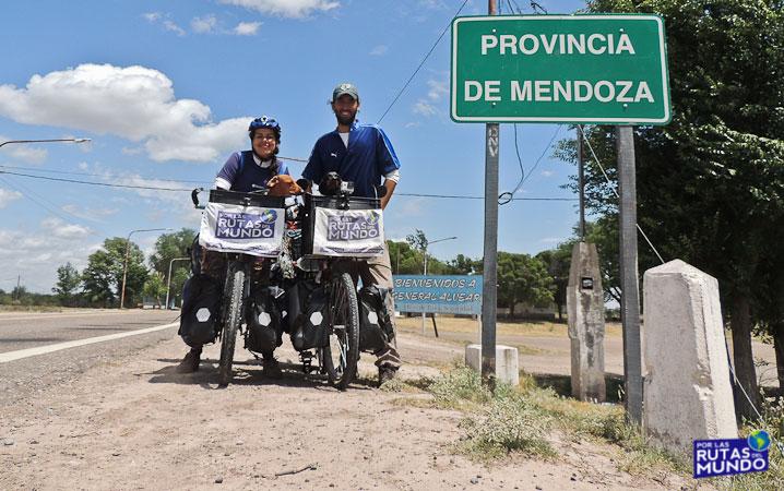 Por-las-Rutas-del-Mundo-en-Bici-8033b
