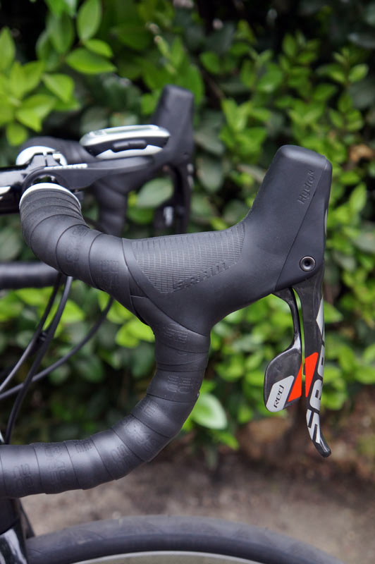 SRAM-Red-22-hydraulic-shifter-levers-intro01