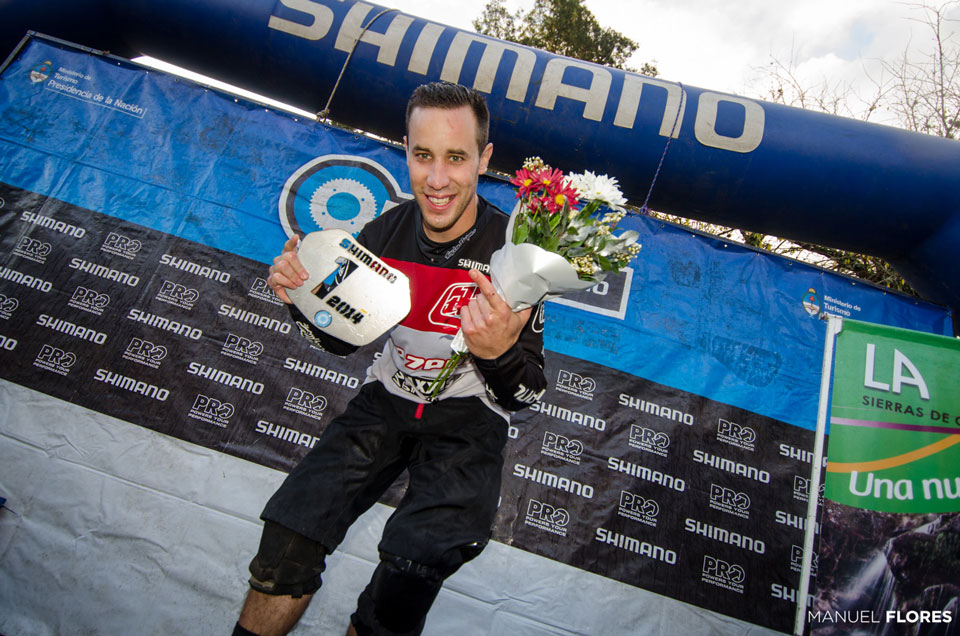 Santi-De-Santiago-campeon-PRO-PH-Manuel-Flores