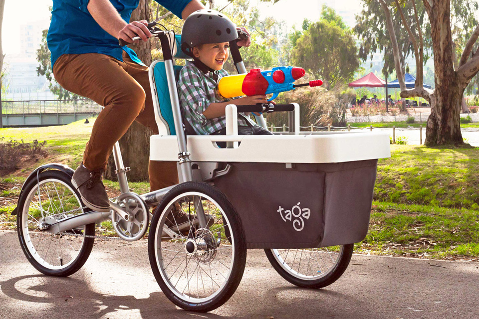 Taga-2-0_affordable-cargo-bike_kid-water-gunb